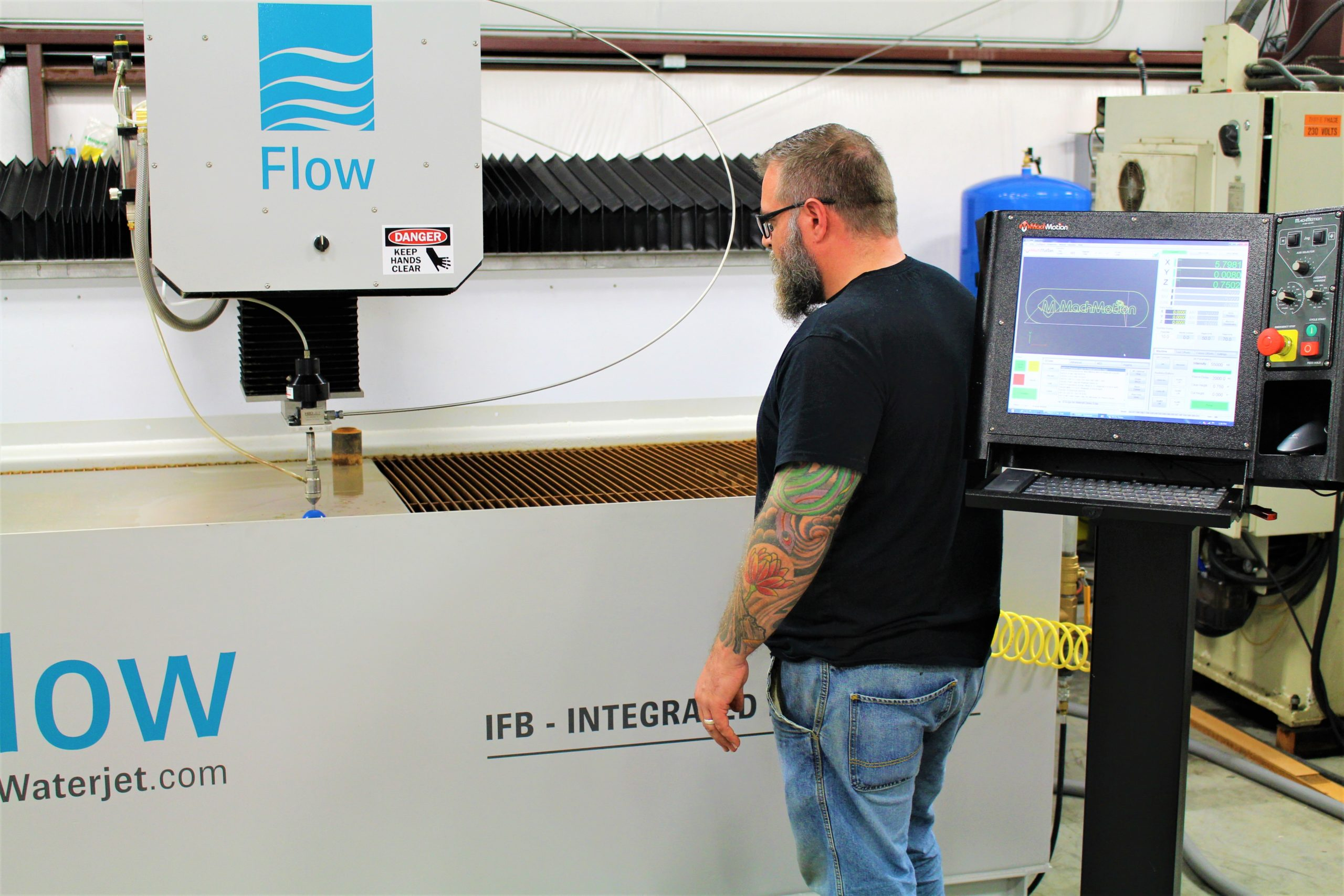 FLOW FLYING BRIDGE CNC WATERJET MACHINE WITH CONTROL STAND